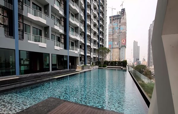 supalai-premier-asoke-bangkok-condo-for-sale-swimming-pool